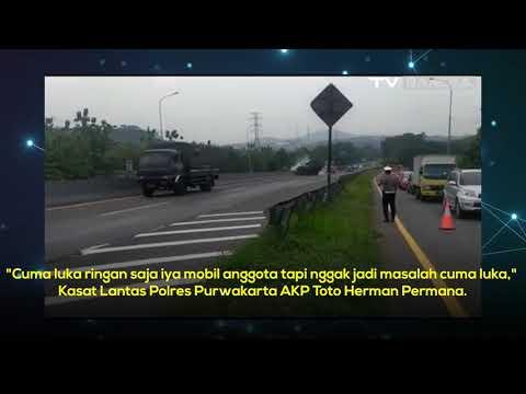 Mobil Barracuda Milik Brimob Terguling di Tol Cipularang