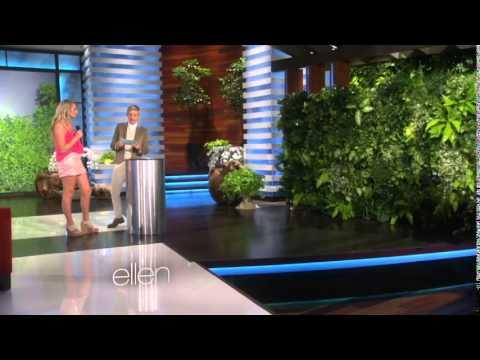 Ariana Grande, surprise behind the bush in Ellen Show!!