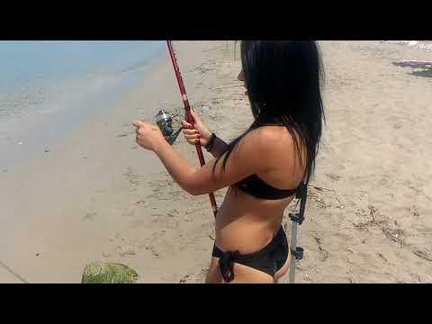 La pesca su una pertica e una picca nellestate