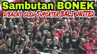 BIG Respect..!! Antara Bonek Dengan Suporter Bali United Saling Bersautan Di GOR Bung Tomo Sby