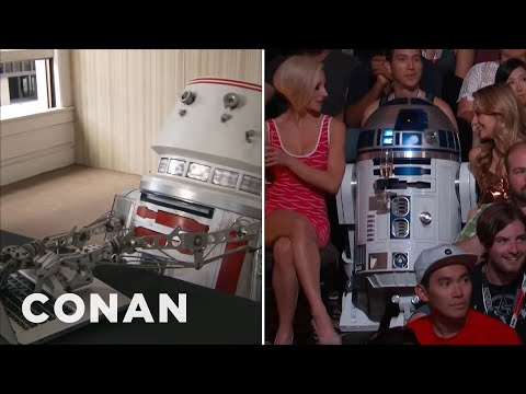 R5D4 vs. R2D2  - CONAN on TBS (видео)