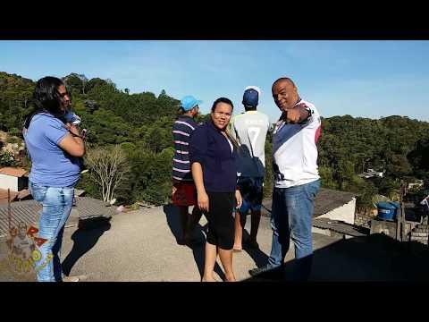 Repórter Favela na Favela do Justino Morro do Kiabo empinando Pipa com os Manos