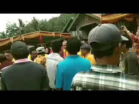 VIDEO: Begini Aksi Cagubri Andi Rachman Joget Randai Bersama Warga Kuansing
