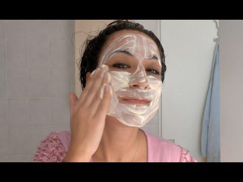 Die nahrhafte Maske auf das Haar nach der Färbung