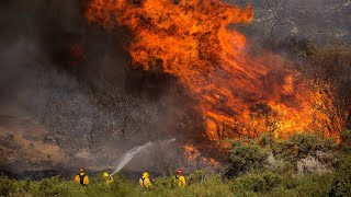 video: Watch: Firefighters battle to contain California's 'Apple Fire'