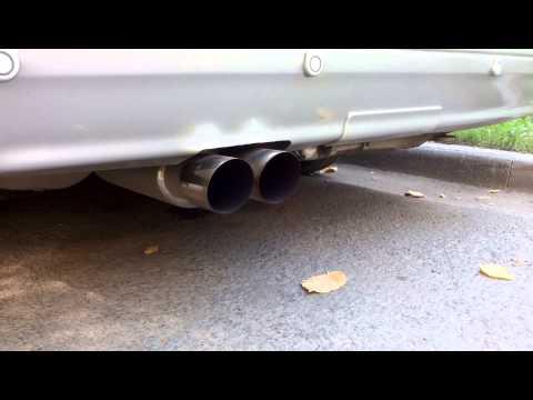 Bmw eine Serie der 3 Aufwand des Benzins auf