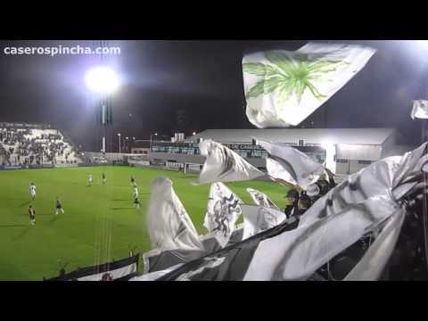 """""""Vengo del barrio de Caseros (CaserosPincha.com)"""" Barra: La Barra de Caseros • Club: Club Atlético Estudiantes"""