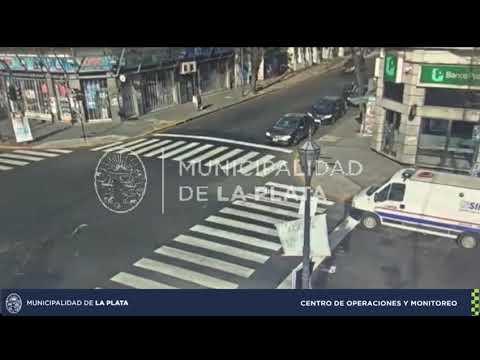 Dos impactantes accidentes de tránsito registraron las cámaras de seguridad en el centro y en 13 y 72