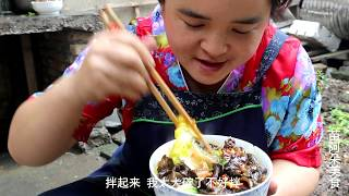 苗大姐煮红薯木耳粉,一大碗看着就吓人,她吃到汤粉都不剩