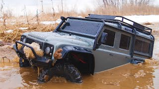 1:10 Scale RC Car : Land Rover Defender Offroad Driving