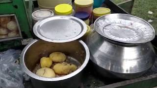 Eating Fuchka (Panipuri / Golgappa) - Indian Street Food Kolkata - Bengali Street Food India