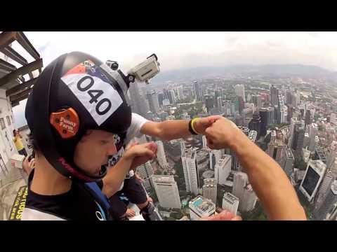 Nhảy dù từ tòa nhà cao tầng
