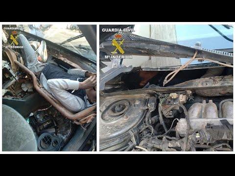 Σοκαριστικές εικόνες: Έκρυψαν μετανάστες σε ταμπλό και μηχανές αυτοκινήτου…