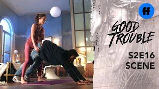 Season 2 episode 16 | Extrait 1 | Raj & Isabella Do Downward Dog