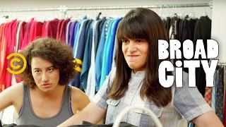 Broad City - Making Bank at Beacon's Closet