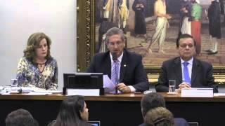 Relator dá parecer favorável ao impeachment de Dilma