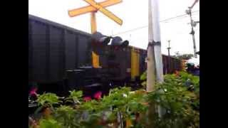 preview picture of video 'The Longest Train in Indonesia (Babaranjang with Loco CC205)'