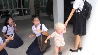 preview picture of video 'Thai Surat Thani school girls and Roma part 3'