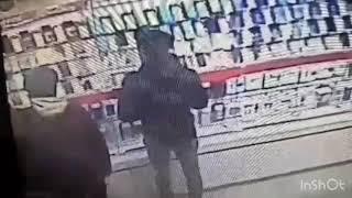 В Чебоксарах двое парней похитили сотовые