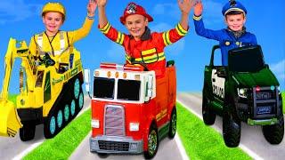 Kinder spielen und lernen Berufe mit Feuerwehrauto, Bagger und Spielzeugautos