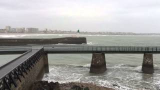 preview picture of video 'Grande marée Les Sables d'Olonne 20 février 2015'