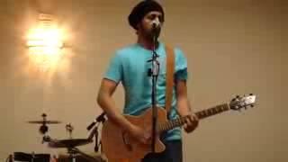Atif aslam sings live  PEHLI NAZAR MEIN .mp4