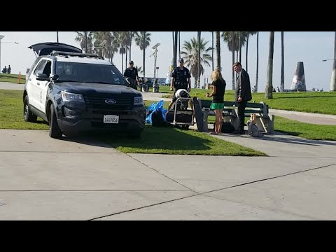 The new LAPD helping the homeless people but why did you handcuff the guy at venice beach 2018