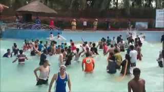 preview picture of video 'Nandan Park Water World - Mir Alamin - 2015 trip'