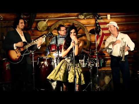Eli La O & Bikini Jazz- No se Puede Vivir sin Coger [Official Video]