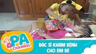 Trò chơi bé tập làm bác sĩ khám bệnh cho em bé   Đồ chơi bác sĩ cho trẻ   PA Channel