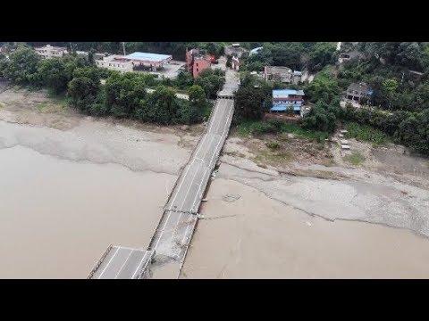 انهيار جسر فوق أحد الأنهار في الصين