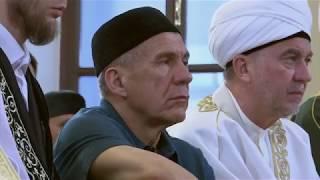 Рустам Минниханов совершил праздничный намаз в Галеевской мечети