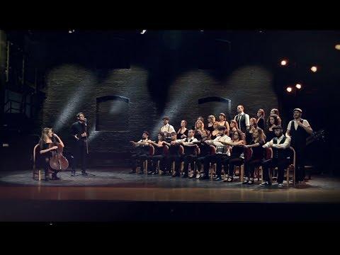 Vejam que linda e original esta apresentação musical