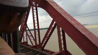 preview picture of video 'Sundarban express 726 beautifully crossing the mighty hardinge bridge'