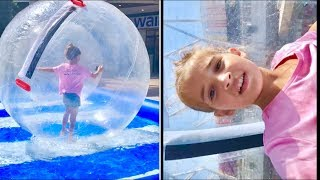 DEV BALON İÇİNDE HAVUZA GİRMEK. BUBBLE BALL WALKING ON WATER IN SWIMMING POOL. Ecrin Su Çoban