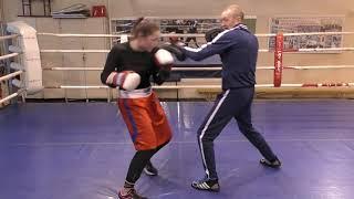 Бокс: вход в ближнюю дистанцию, мощный боковой удар (English subs)