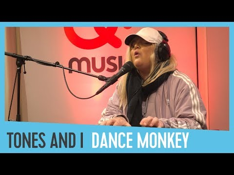 Tones And I - 'Dance Monkey' (live & akoestisch bij Domien) // Qmusic