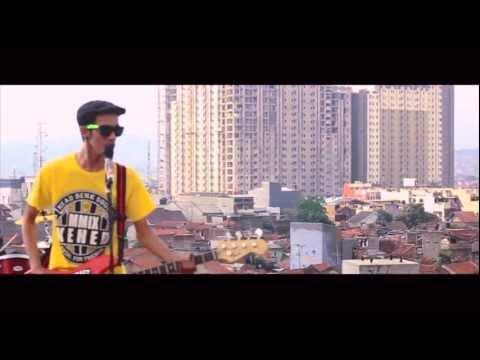 CRAZY AMANDA - NEGERI KU NEGERI KITA (OFFICIAL VIDEO)