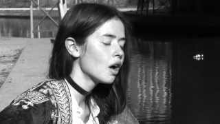 Flo Morrissey - Pages Of Gold (Acoustic Session)