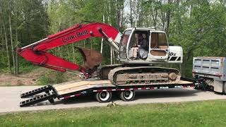 Link-Belt 160 LX unloading from Eager Beaver 20 HALX trailer