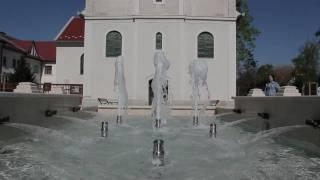 preview picture of video 'Gödöllő, Fő tér szökőkút'