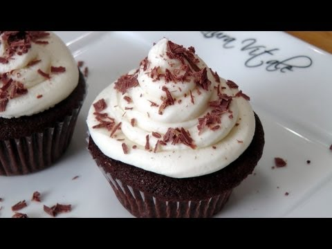 How to Make Chocolate Cupcakes – Laura Vitale – Laura in the Kitchen Episode 222