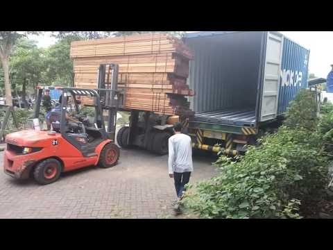 Loading timber container
