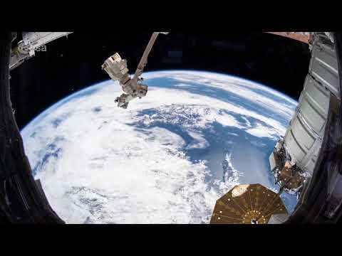 Space Station Flies from USA to Africa in Amazing Time-Lapse