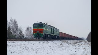 Тепловоз 2ТЭ10М-2807 с грузовым поездом на Калинковичи.