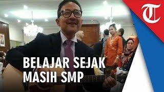 Dubes Indonesia untuk Australia Kristiarto Kegowo Piawai Main Gitar
