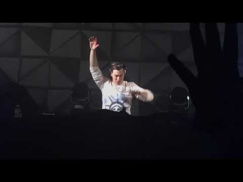 Hardwell & VINAI feat. Cam Meekins- Out of This Town (Live at the Brooklyn Mirage)