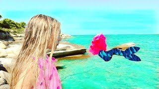 УВИДЕЛА НАСТОЯЩУЮ РУСАЛКУ ?? Mermaid In The Sea And Barbie Dolls. Видео для детей