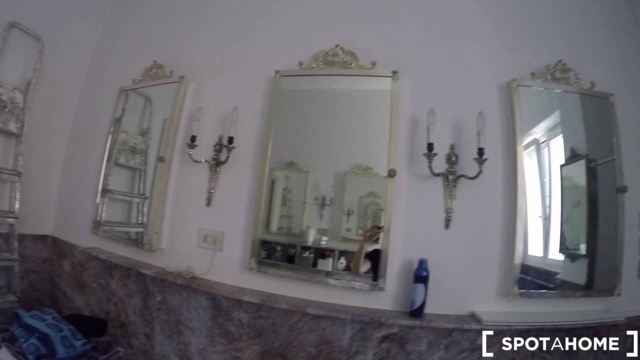 Rooms for rent to women in stylish apartment with balcony in the Fiera Milano area