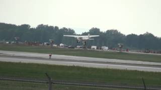 preview picture of video 'Dorval Aviation - Cessna 172L (C-FHNO) Landing 10 YUL / CYUL Montreal Trudeau'